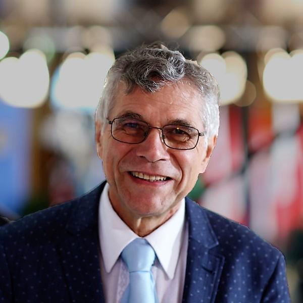 Dr. Rainer Simon